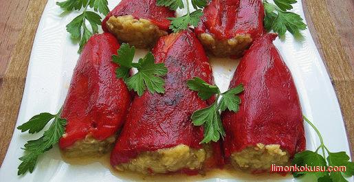 Patlıcan Dolgulu Köz Biber Salatası Tarifi