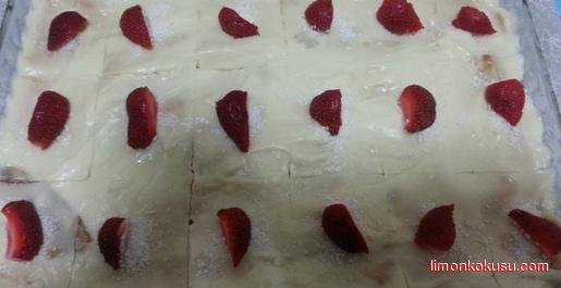 Çilekli Bisküvi Pastası Tarifi