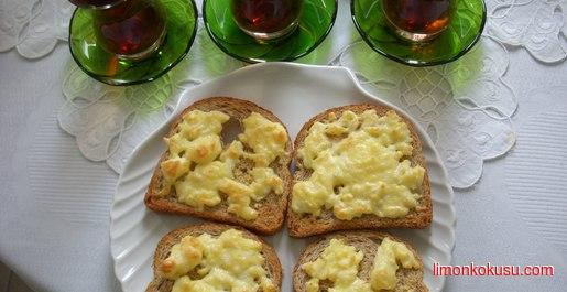 Fırında Peynirli Yumurtalı Ekmek Tarifi