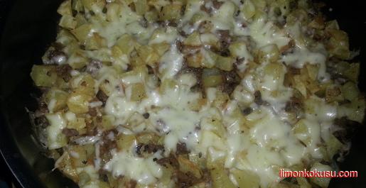 Kıymalı Kaşarlı Patates Tarifi