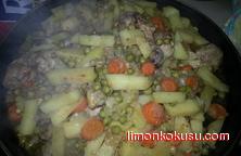 Fırın Poşetinde Sebzeli Tavuk Tarifi