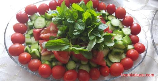 Cherry Domatesli Salata Tarifi